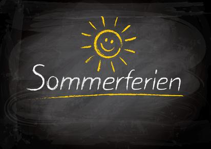 Tafel mit Schrift Sommerferien